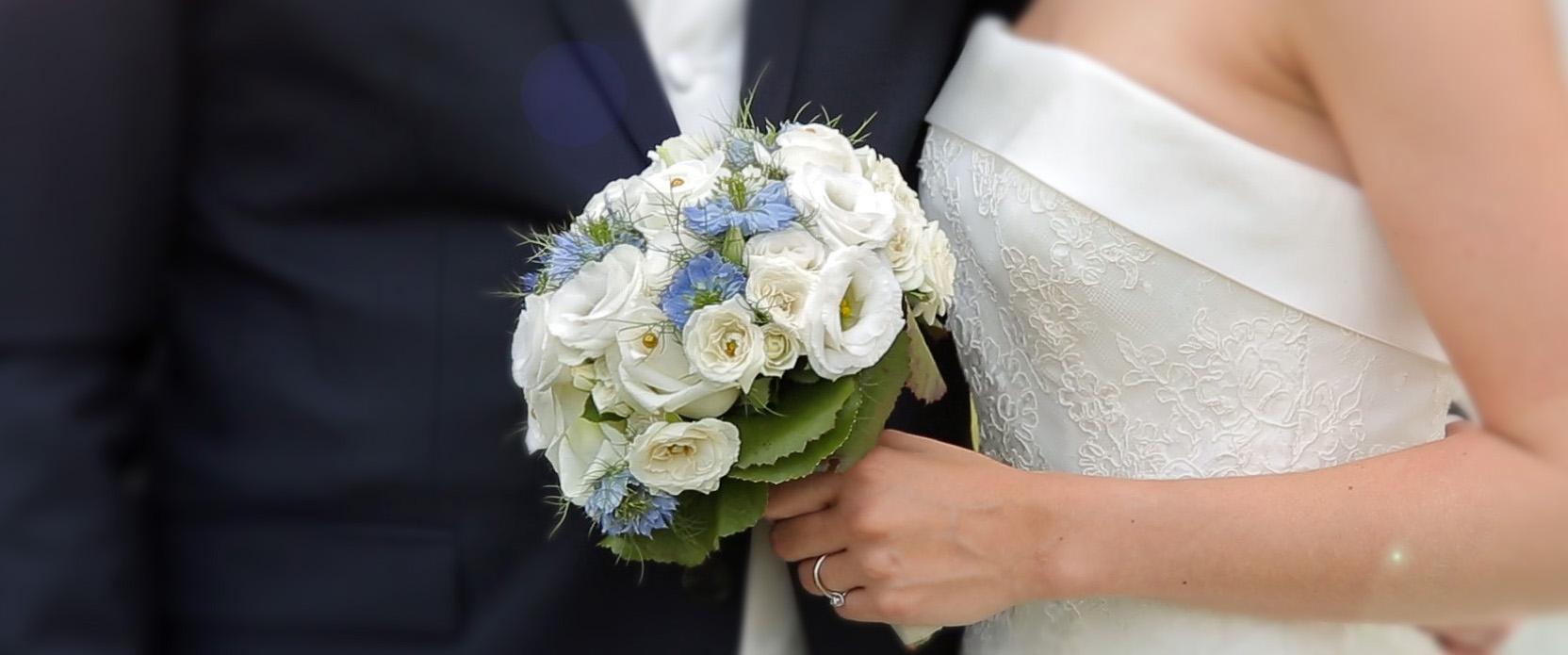 la bague au doigt le bouquet de la marie - Cameraman Mariage Lille